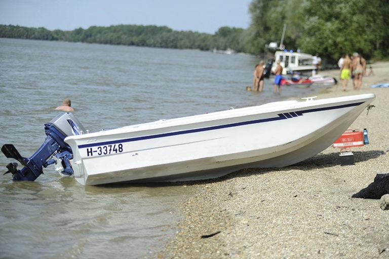 Uszály ütközött motorcsónakkal a Dunán, egy ember eltűnt ...